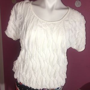 WHITE AND LOOSE FITTED FEATHERED BLOUSE
